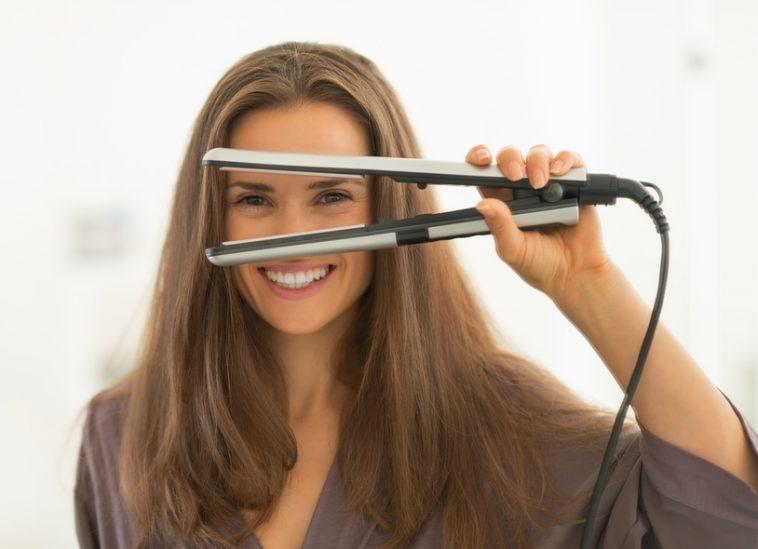 كيفية تنظيف مكواة الشعر بطريقة سهلة جدًا