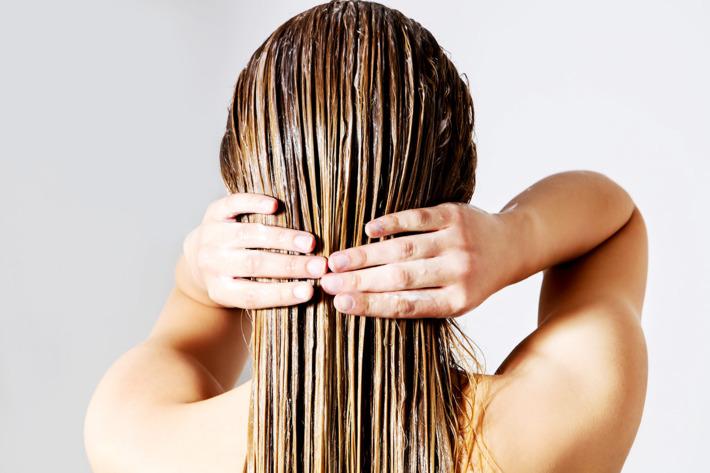 ماسك البيض والزبادي لتطهير فروة الرأس وتحسين حالة الشعر