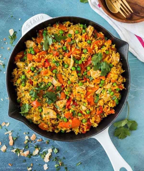 قدمي الأرز بالدجاج والخضار.. لغداء مميز
