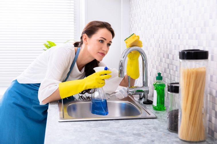 أفضل 5 طرق لتنظيف حوض المطبخ من بقع الصدأ.. تعرفي عليها