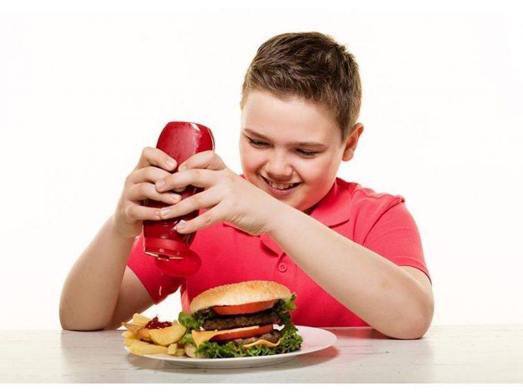 أضرار الوجبات السريعة على صحة الأطفال