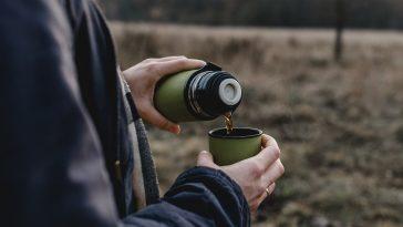 طريقة تنظيف ترمس الشاي بمكونات منزلية متوفرة